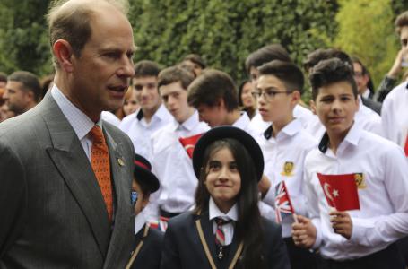 Prens Edward, babası Prens Philip'in anısını ödül girişimiyle yaşatmaya devam ediyor