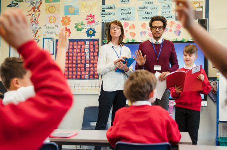 İngiltere'de okullar, sınıflara hava temizleyicisi sağlanmasını istiyor.